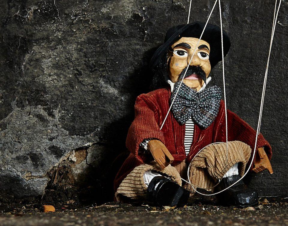 illusion-libre-arbitre-marionette-pantin-moutons-ego